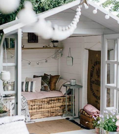 Outdoor she shed bedroom